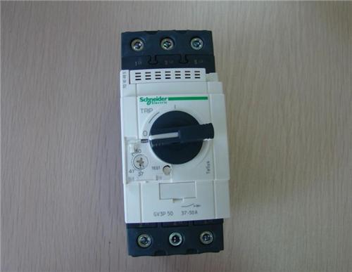 施耐德断路器C65N 3P C4A